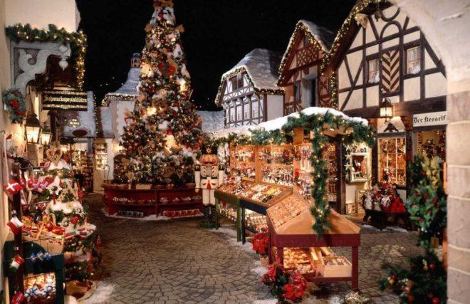 Yankee-Candle-South-Deerfield-Bavarian-Christmas-Village-989x640